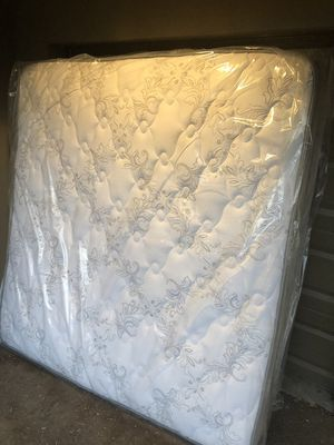 Brand New King Size Pillow Top Mattress (In Plastic) for Sale in Tempe, AZ