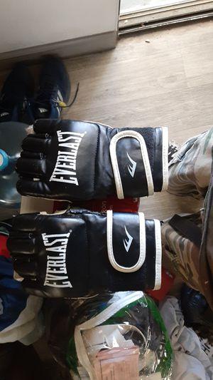 Everlast boxing training gloves for Sale in Henderson, NV