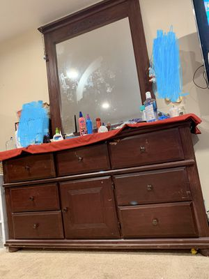 Dresser with mirror for Sale in Milton, WA