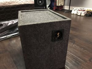 Subwoofer box for Sale in Reedley, CA