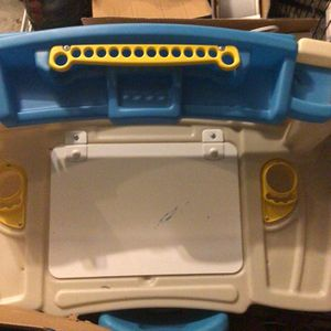 Toddler Desk (Step2 Deluxe Art Master Desk) for Sale in Puyallup, WA