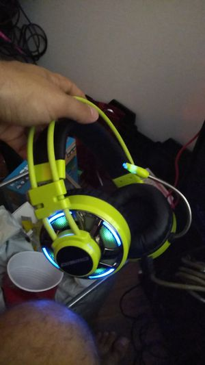 USB gaming headphones dismo for Sale in Hollywood, FL