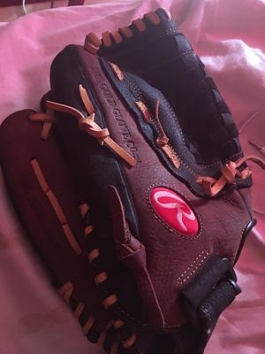 Rawlings baseball glove for Sale in Los Angeles, CA