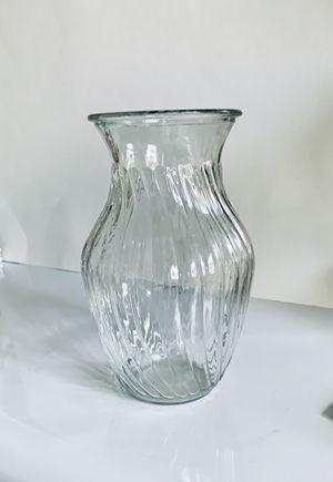 """Glass Flower Vase Table Top 8"""" Top. Used like new. for Sale in Centreville, VA"""