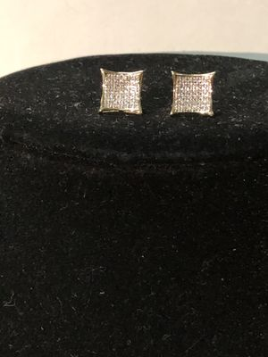 10K Gold 1/2ct Si Diamond earrings for Sale in Fort Worth, TX