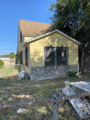Casa en Santa Ana d Invercion 3/2 6,500 sf solo llamame para más información {contact info removed} for Sale in Santa Ana, CA