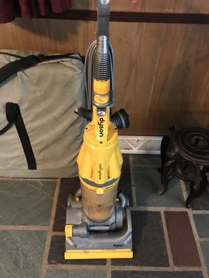 Dyson vacuum cleaner for Sale in Blackwood, NJ