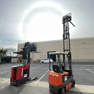 Toyota and Raymond Electric Forklifts for Warehouse for Sale in Chino, CA