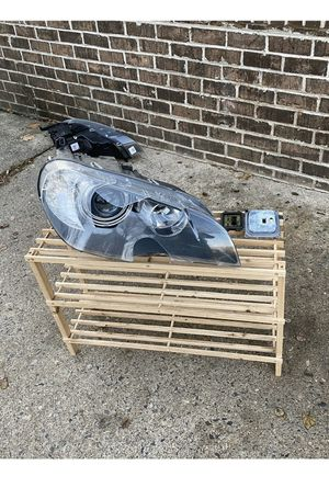 BMW X5 E70. 2008 oem front right headlight broken only for part for Sale in Feasterville-Trevose, PA