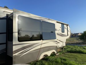 Grand Design Solitude 5th Wheel RV trailer for Sale in Victorville, CA