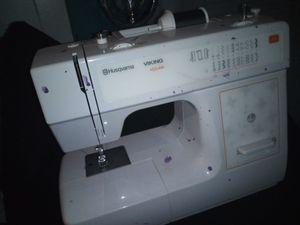 Sewing Machine HUSQVARNA VIKING HICLASS E10 for Sale in Tampa, FL