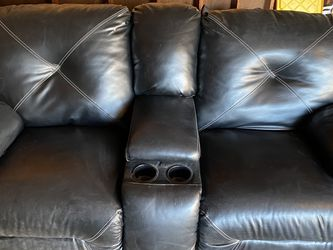 Reclining Love Seat Couch for Sale in Des Plaines,  IL