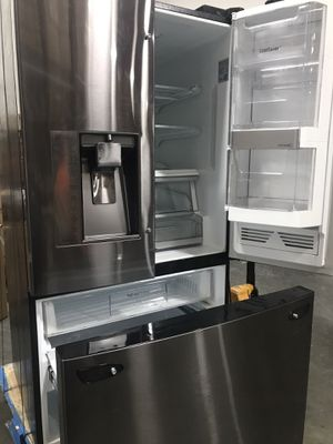 $450 USED LG electronics French door WiFi refrigerator everthing is working missing handle bars minor scratches and dings $2300 retail for Sale in El Monte, CA