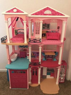 Barbie Dollhouse for Sale in Hanford, CA