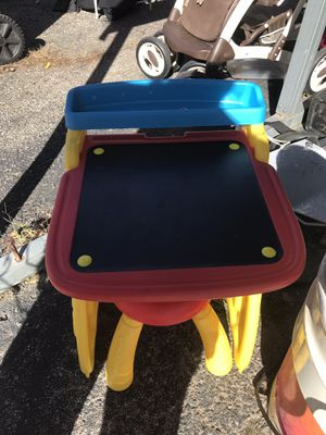 Kids desk...10$ for Sale in Olathe, KS
