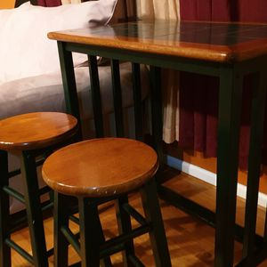 Table & Stools for Sale in Queens, NY