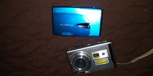 2 NICE DIGITAL CAMERAS 15DOL BOTH FIRM LOTS ITEMS MY POST GO SEE for Sale in Jupiter,  FL