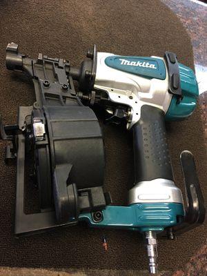 Makita coil roofing nailer gun for Sale in Austin, TX