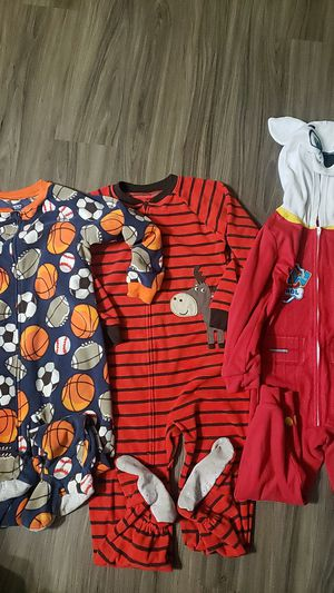 Pijamas size 5T for Sale in Victorville, CA