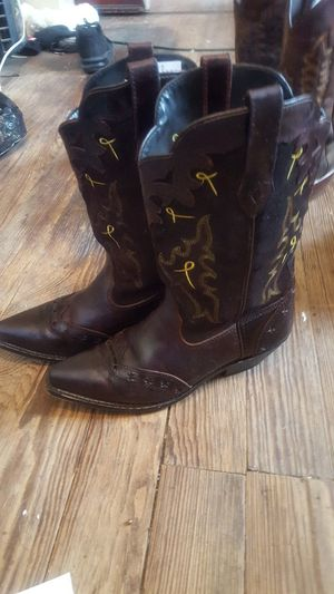 Womens Cowgirl Boots 9 for Sale in St. Louis, MO
