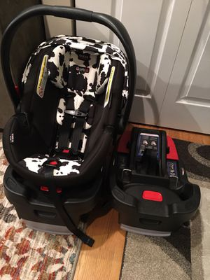 Britax 35 B-Safe Elite infant car seat w/ 2 Click Tight bases for Sale in Chicago, IL