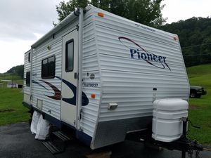 Like new show room floor condition !!2005 fleetwood pioneer camper. for Sale in Kingsport, TN