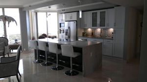 Wood kitchen cabinets. for Sale in Miami, FL