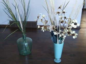 Home Furnishing Vases w Decor- Both Included. for Sale in Cleveland,  OH