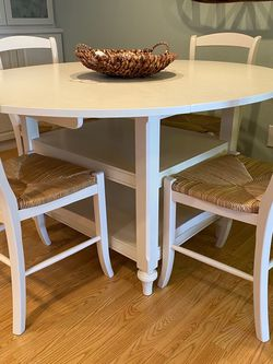 Pottery Barn PB Shayne white round drop leaf table and 4 chairs for Sale in Woodway,  WA