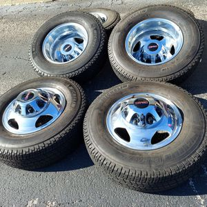 "17"" GMC DENALI DUALLY 3500 WHEELS AND MICHELIN TIRES for Sale in Carrollton, TX"