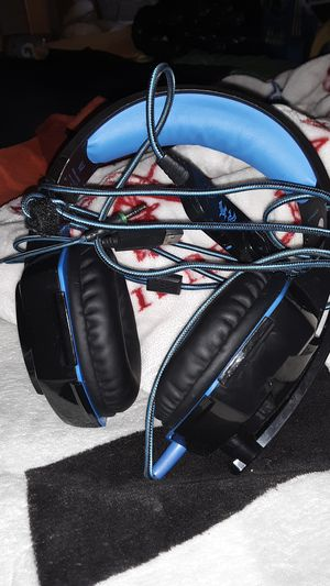 Kotion 9999 headset lights up splitter needed used not much but great headset its comfort for Sale in West Palm Beach, FL