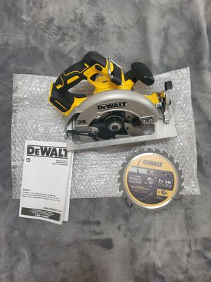 "Dewalt 20v XR Brushless 7-1/4"" circular saw with 24 tooth carbide tipped blade for Sale in Riverview, FL"