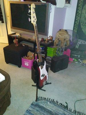 Henrys bass guitar and amp for Sale in Wrightsville, PA