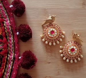 Indian traditional sunehri bird earrings for Sale in Schaumburg, IL