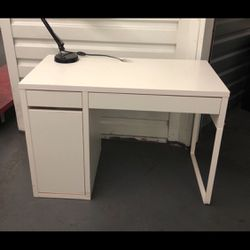 Ikea White Micke Make Up Vanity Table/ Computer Desk for Sale in South Gate,  CA