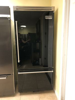 "Viking 36"" built-in bottom freezer refrigerator for Sale in Phoenix, AZ"