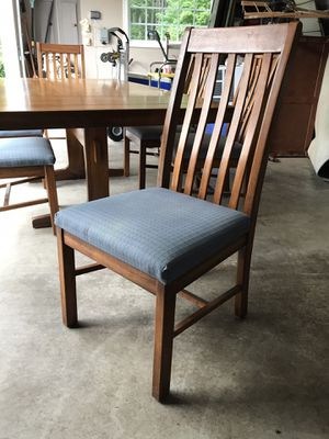 Vintage farmhouse trestle table w/ 6 chairs for Sale in Gig Harbor, WA