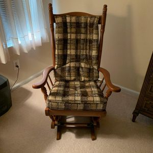 Incredible Antique Rocking Chair for Sale in Clarksboro, NJ