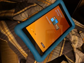 Kindle FIRE HD 8 with child proof case in good condition for Sale in San Diego,  CA