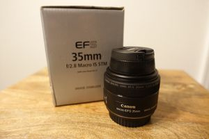 Canon EFS 35mm f/2.8 Macro IS STM Lense for Sale in Woodinville, WA
