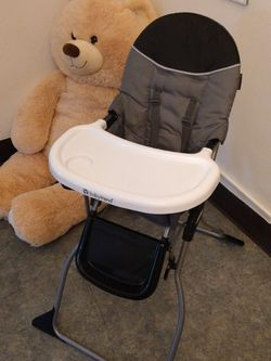 Baby trend Chair for Sale in Linden,  NJ