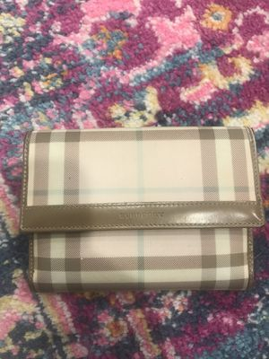 Burberry wallet for Sale in Wheaton, IL