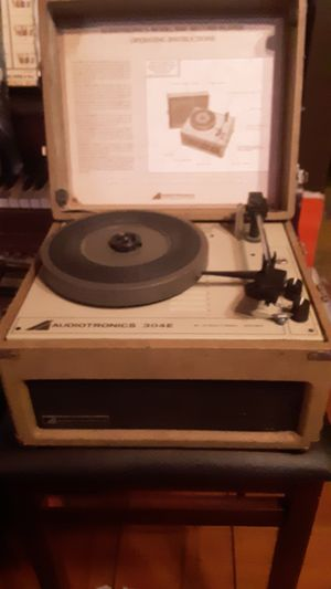 VINTAGE Audiotronics phonograph for Sale in Bremerton, WA