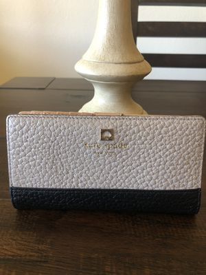 Kate spade nwot wallet for Sale in Federal Way, WA