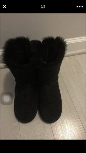 Size 6 womens Black Bow Uggs for Sale in Fairfax, VA