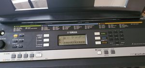 Psr e243 electric keyboard for Sale in Gibsonton, FL