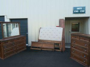 Queen bedroom set for Sale in University Place, WA