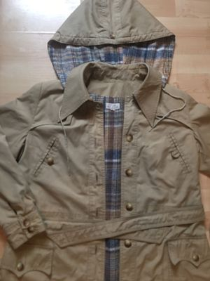 Burberry Trench Coat size m for Sale in Philadelphia, PA