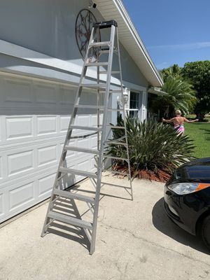 10 foot A-frame ladder in excellent condition for Sale in Palm Harbor, FL