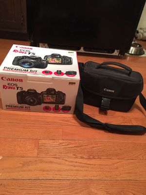 Canon eos Rebel T5 w/ EF-S 18-55mm IS II lens & EF-S 75-300mm IS III lens for Sale in Lockport, IL